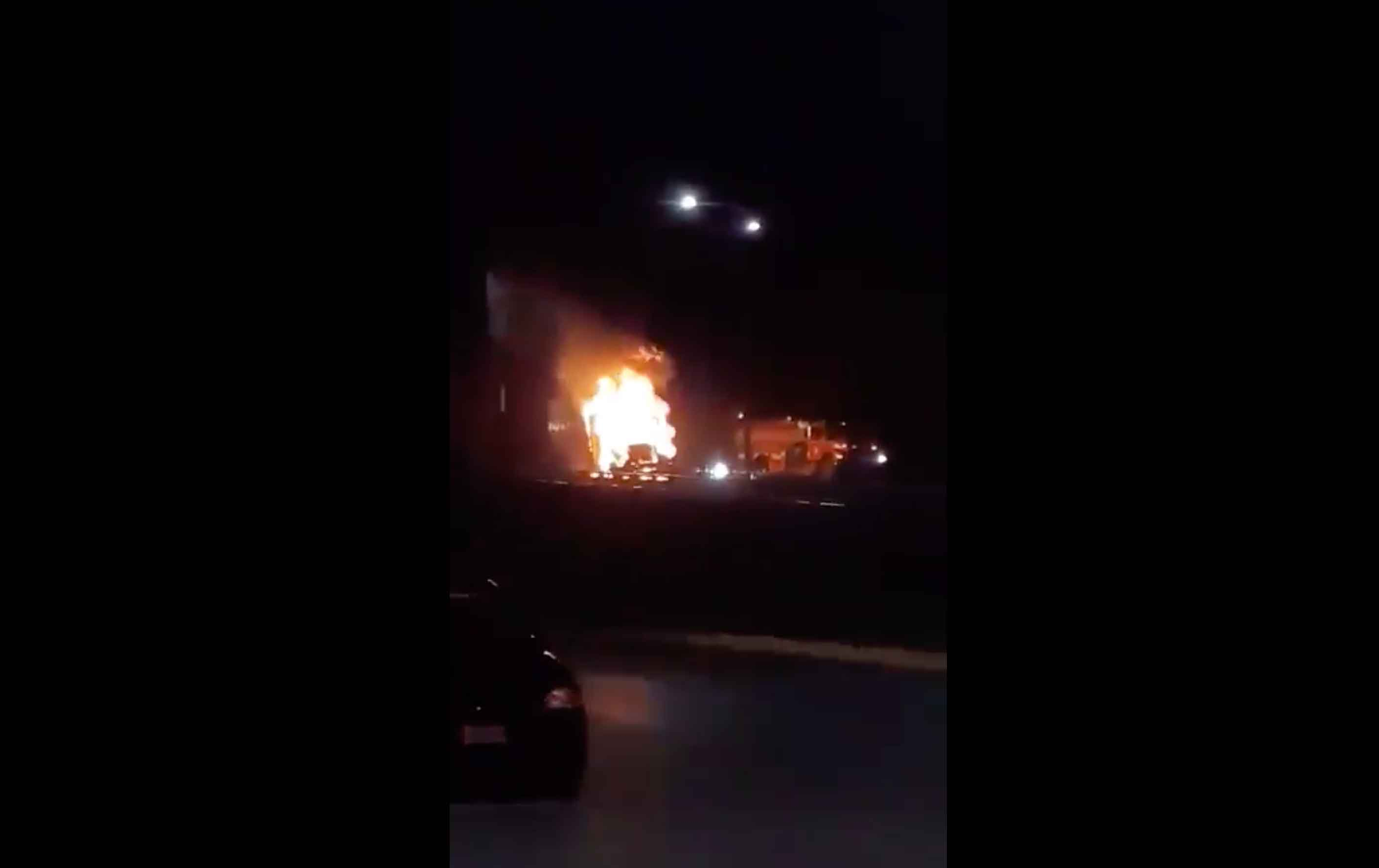 Trailer se incendia en Paseo Tollocan