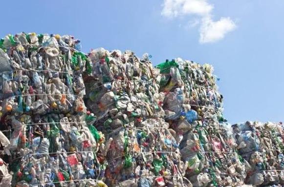 2% de plástico se reutiliza