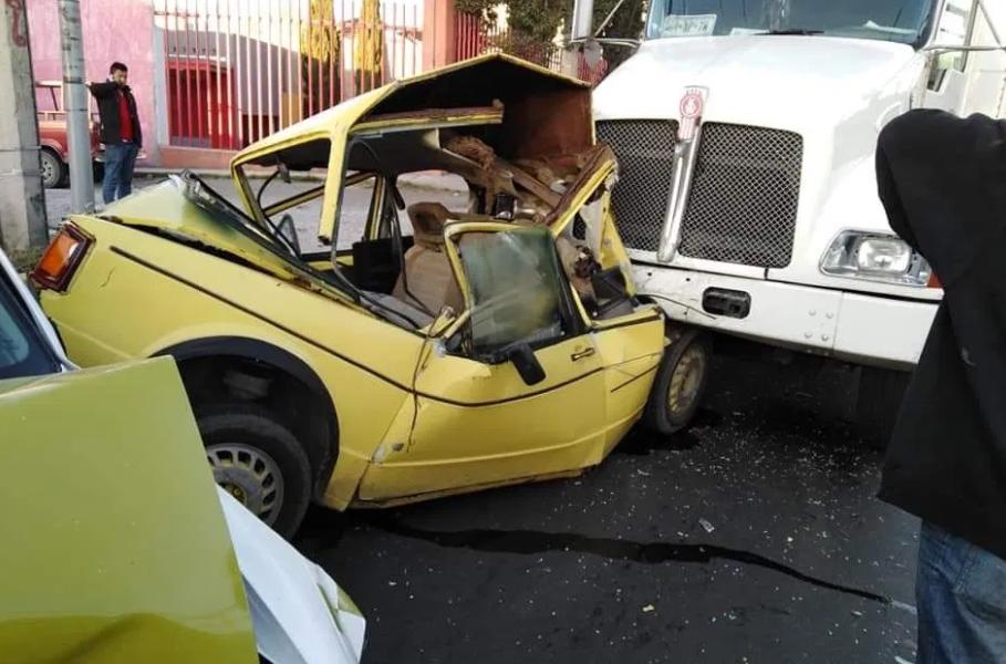 Trailer impacto autos en Alfredo del Mazo