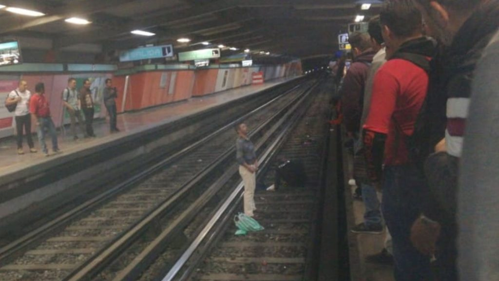 borracho-avienta-policia-vias-metro-cdmx