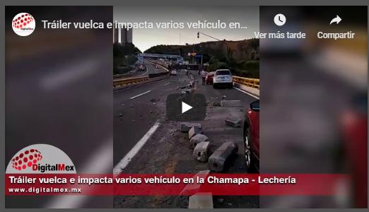 Tráiler vuelca e impacta varios vehículos en Naucalpan
