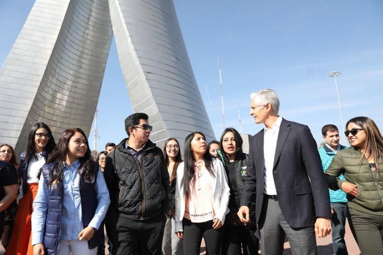Alfredo del Mazo destaca las becas entregadas a jóvenes estudiantes
