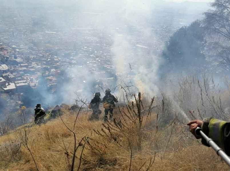 Bomberos de Toluca sofocan incendios