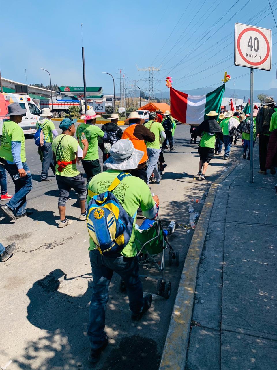 Peregrinos rumbo a la Basílica de Guadalupe