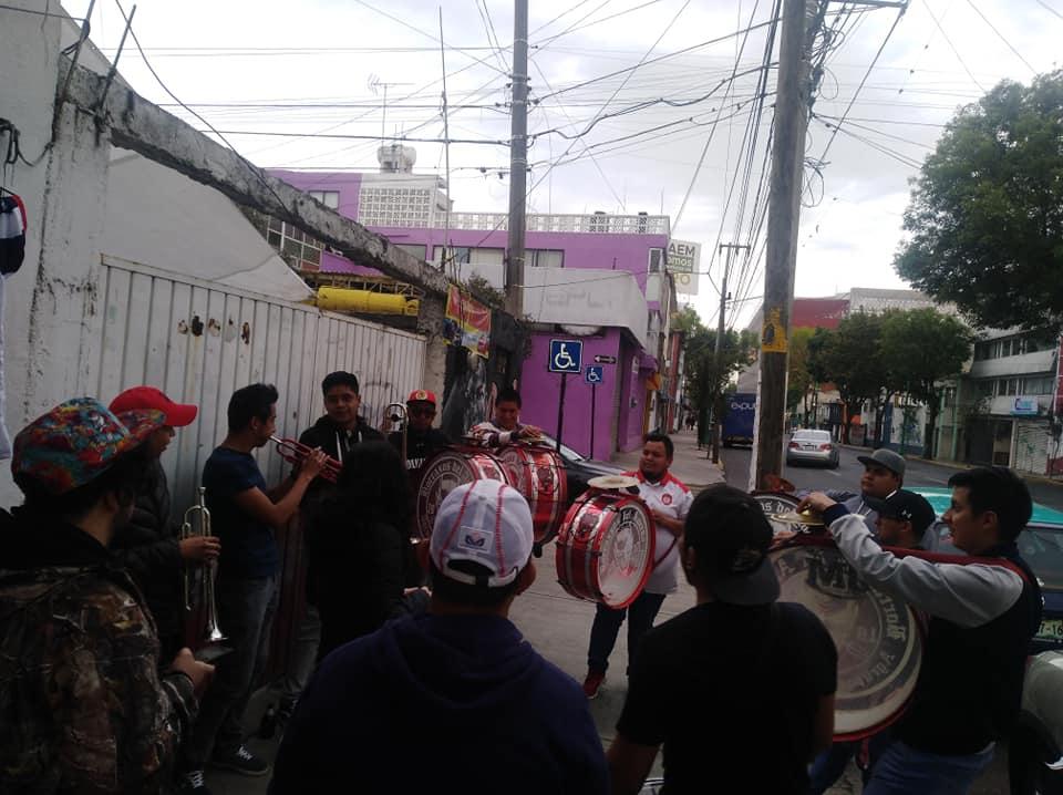 video Grupo de animación del Toluca FC tocan al ritmo de Tusa