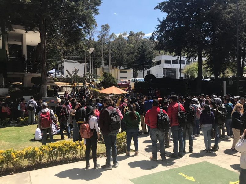 Estudiantes de la UAEM recolectan firmas para regresar a clases y terminar con el paro activo