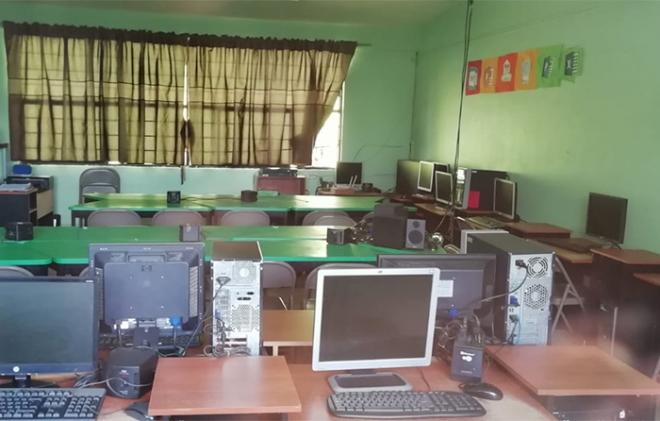 se roban computadores en primaria de metepec