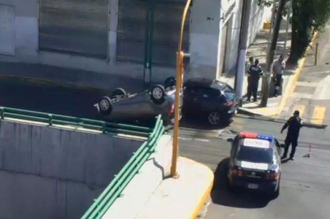 Conductor huye tras provocar accidente en Toluca