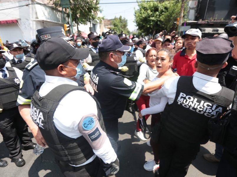Ambulantes se vuelven a manifestar en el centro de Toluca