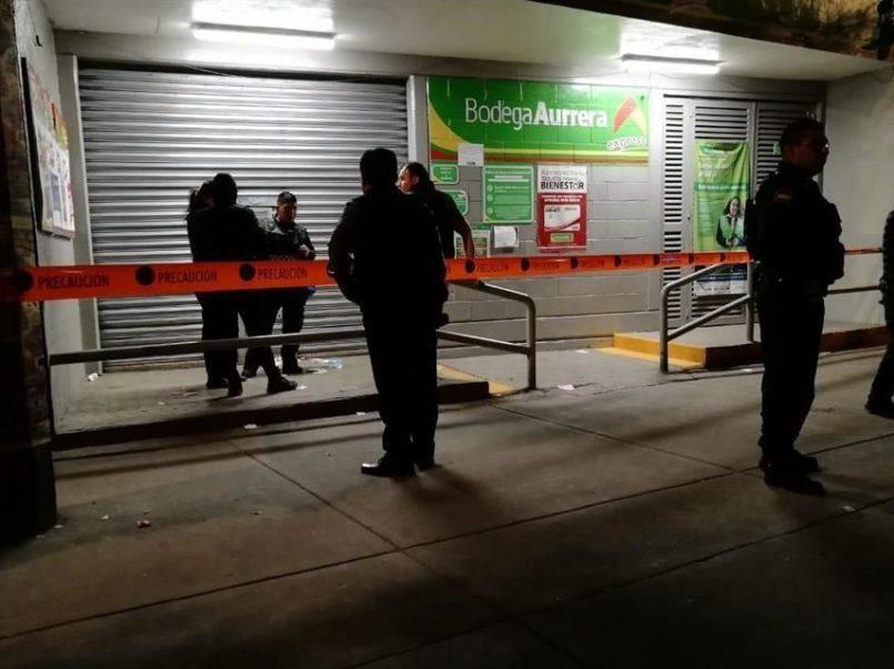 Delincuentes saquean Bodega Aurrera en Almoloya de Juárez