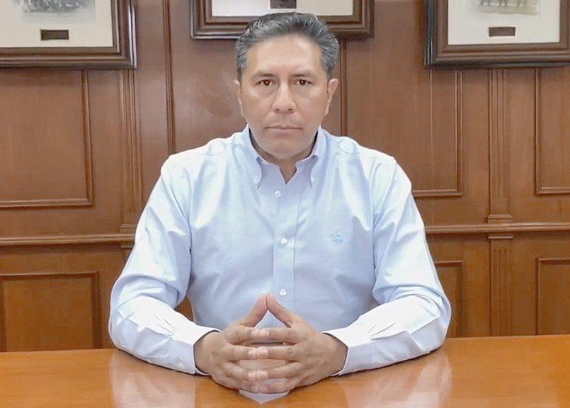Juan Rodolfo realiza videoconferencia con varios directores de hospitales en Toluca