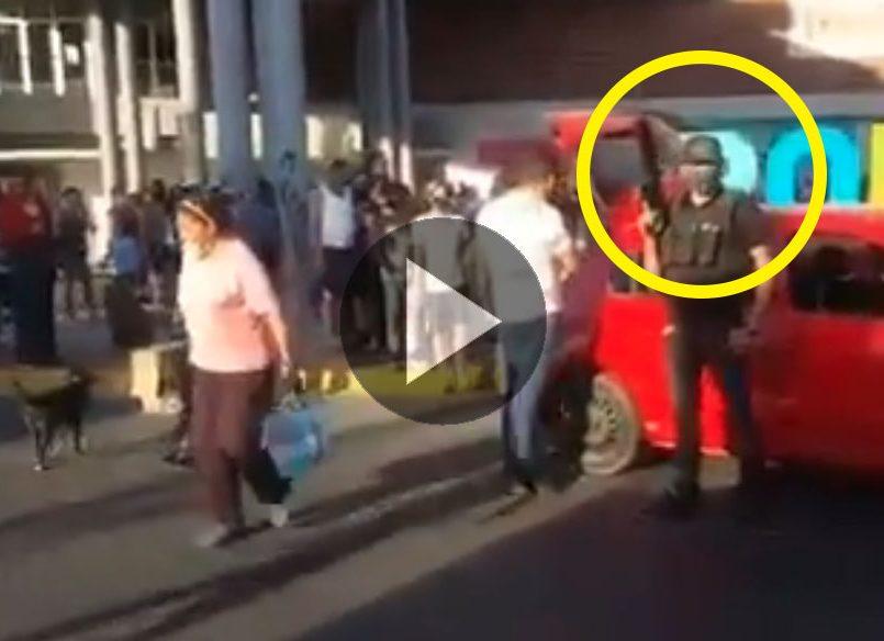 Presuntos integrantes del CJNG reparten despensas en Zapopan