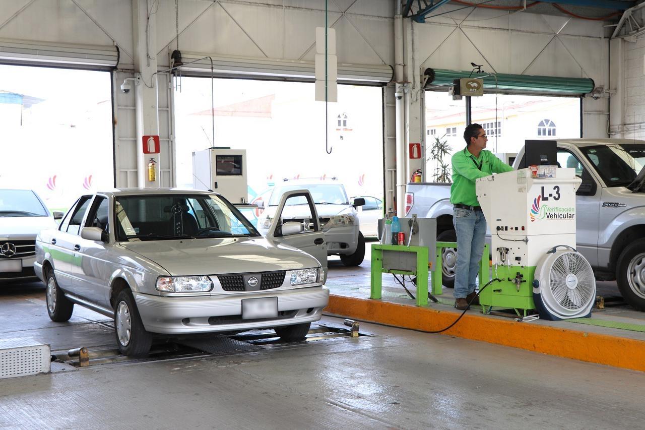 Automóvil realizando verificación EdoMex 2020