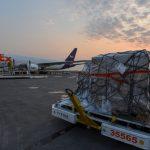 Tercer cargamento de insumos médicos aterriza en Toluca