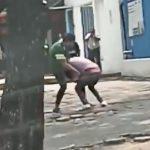 VIDEO || Taxistas protagonizan dura pelea