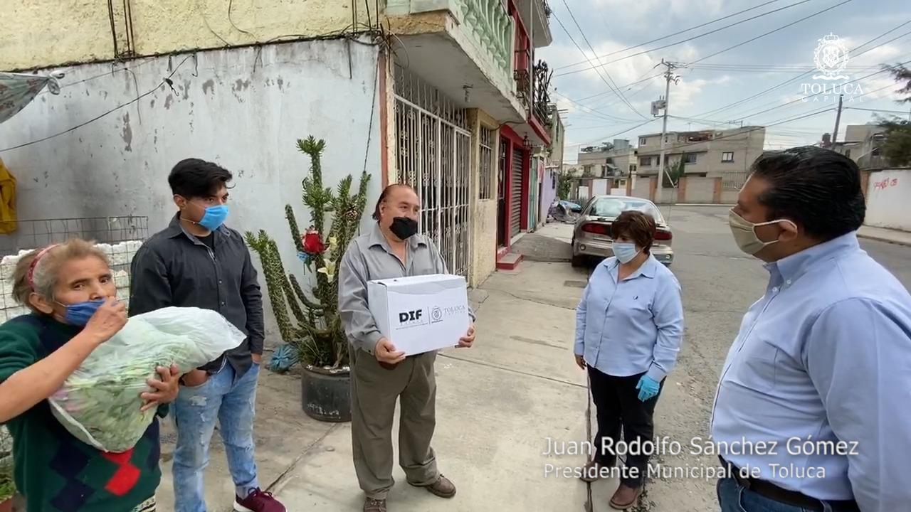 juan-rodolfo-sigue-entregando-apoyos-a-familias-mas-necesitadas-de-toluca