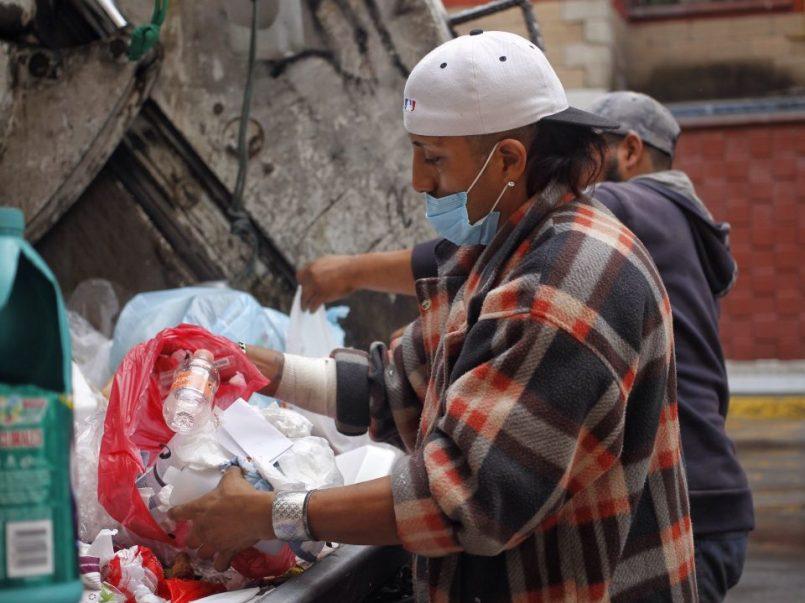 La vida de un recolector de basura durante la pandemia