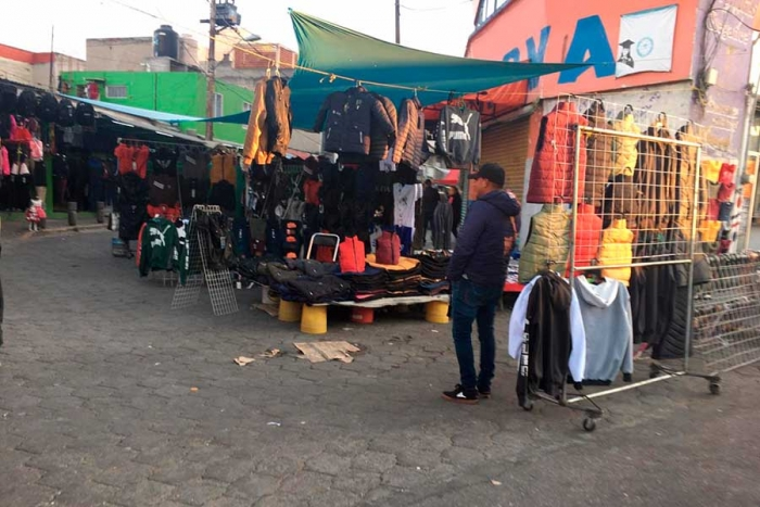 Tianguis-en-la-terminal-de-Toluca-sigue-abriendo