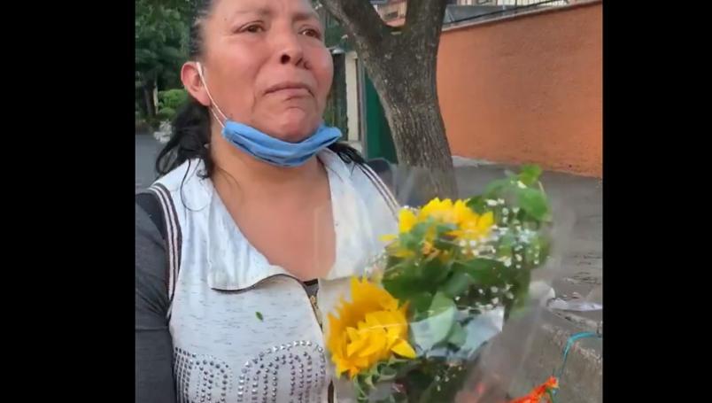 VIDEO Vendedora de flores pide ayuda tras ser detenida arbitrariamente