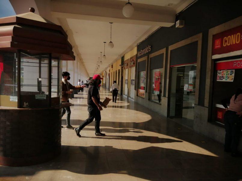 Pese a semáforo rojo en Toluca, abren portales y comercios no esenciales