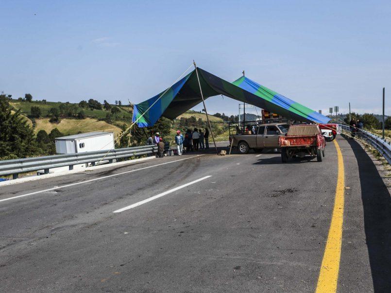 Autopista Tenango-Ixtapan permanece bloqueada y sin respuesta por parte del EDOMÉX