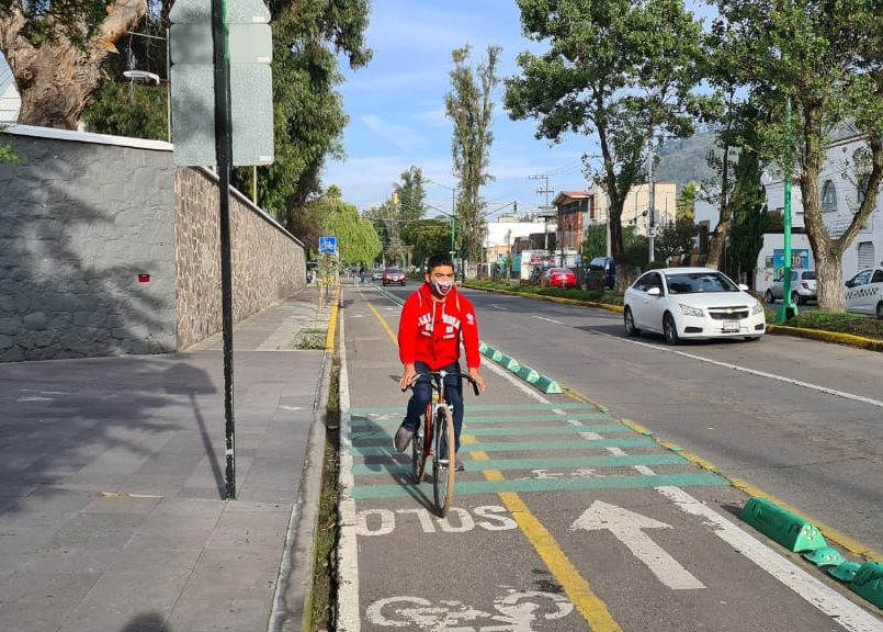 """Por medio de la campaña """"Pintamos Ciclovías"""", activistas de diferentes asociaciones civiles comenzaron a confinar carriles para el uso de la bicicleta."""