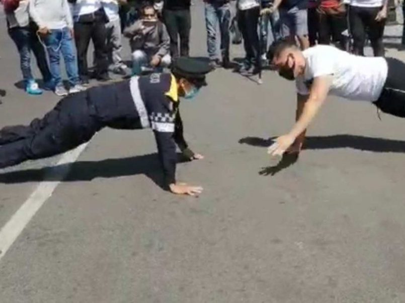 video-instructor-gym-reta-policia-lagartijas-y-pierde