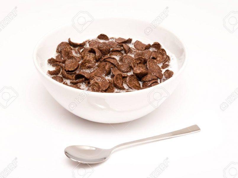 El cereal con leche es un alimento que varias podríamos comer a toda hora del día, sin embargo, ¿es realmente bueno comerlo durante la noche?