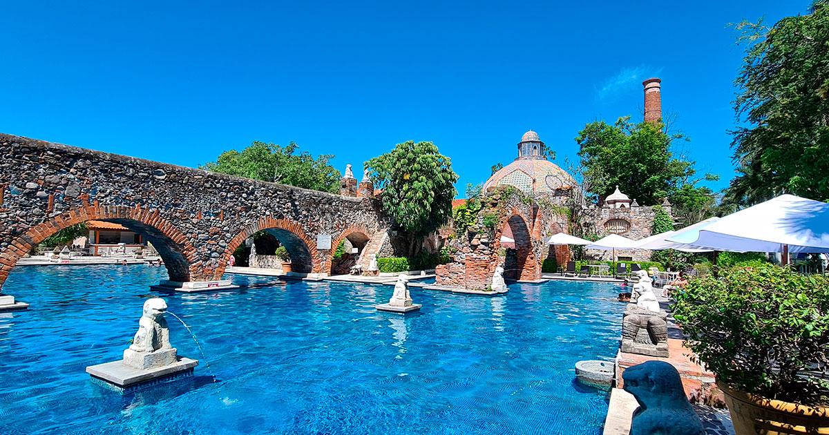 La alberga del actual hotel es un espacio que puede brindarte muchísima tranquilidad bajo el cálido clima de Tequesquitengo.