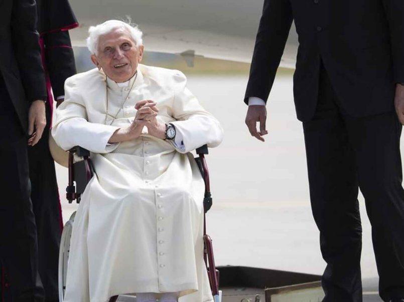Benedicto XVI se encuentra gravemente enfermo