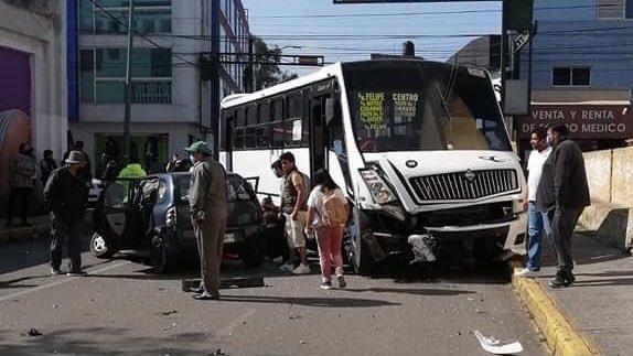FOTOGALERÍA || Duro accidente vehicular entre un camión y vehículo particular