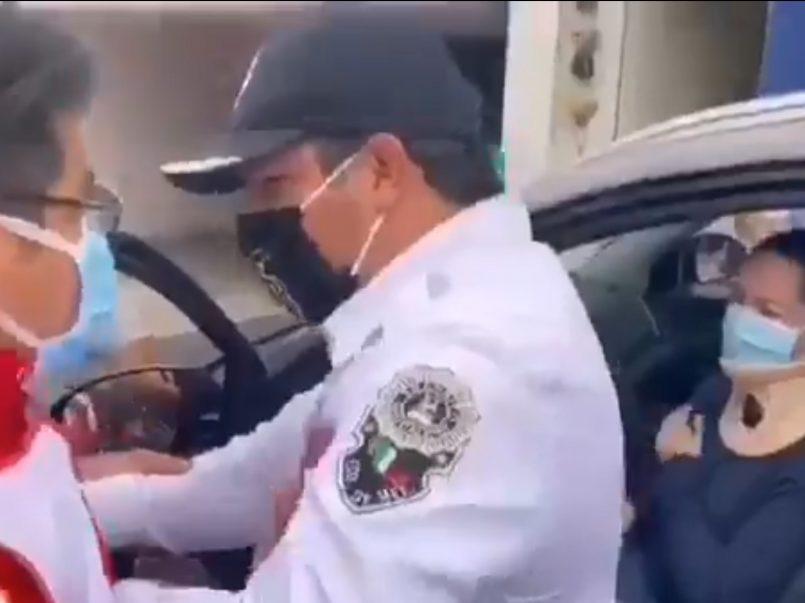 VIDEO Tránsito de Naucalpan obstruye labores de atención a personal de la Cruz Roja