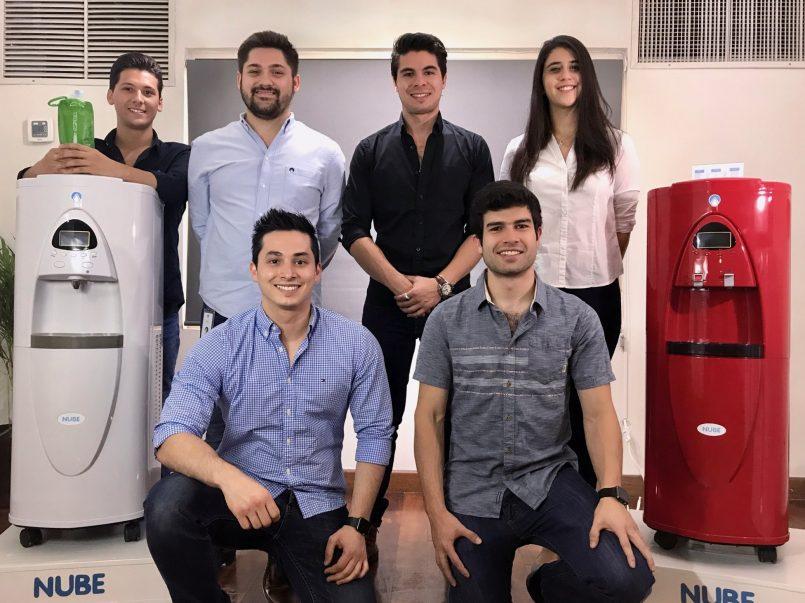Jóvenes mexicanos crean máquina que transforma aire en agua