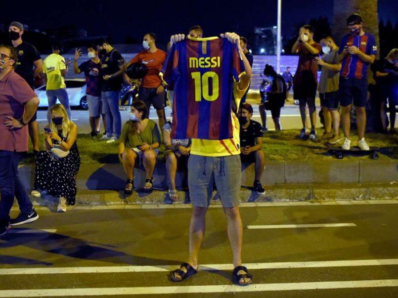 Protestas en el Camp Nou por posible salida de Messi
