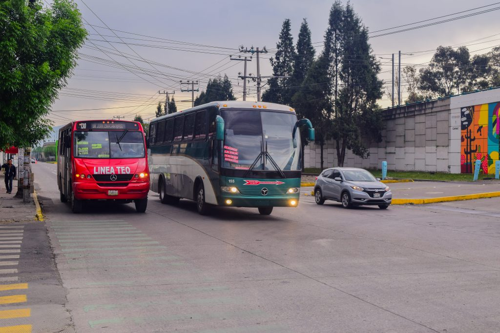 Línea de autobuses Flecha Roja cancela ruta Cuernavaca-Toluca por normalistas