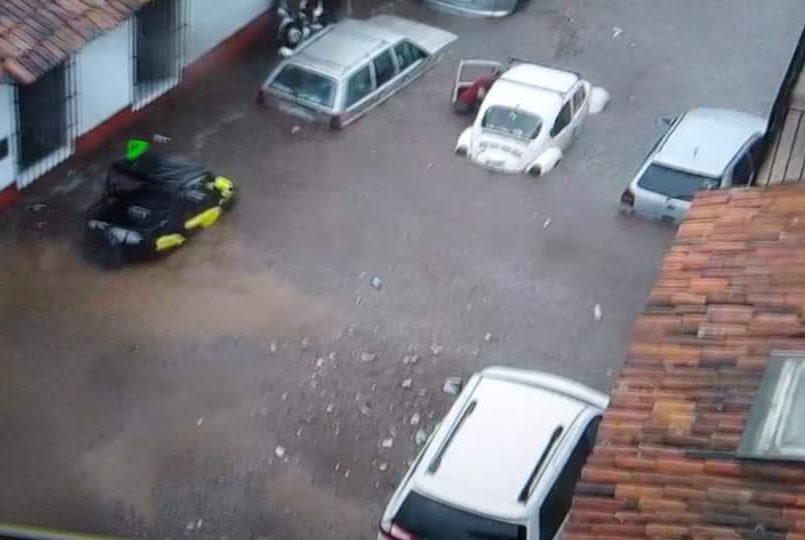 se-inundan-las-calles-de-valle-de-bravo-tras-fuerte-lluvia