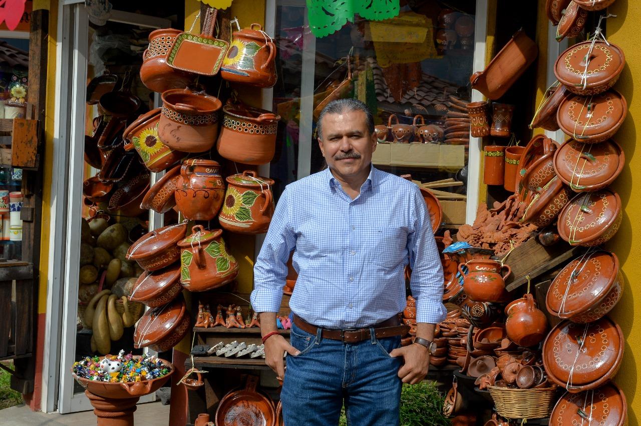 Ublester Santiago de la Asociación Civil Amigos y Vecinos por Metepec en Mercado de Artesanias