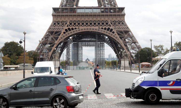 Torre-Eiffel-reabre-luego-de-la-amenaza-de-bomba