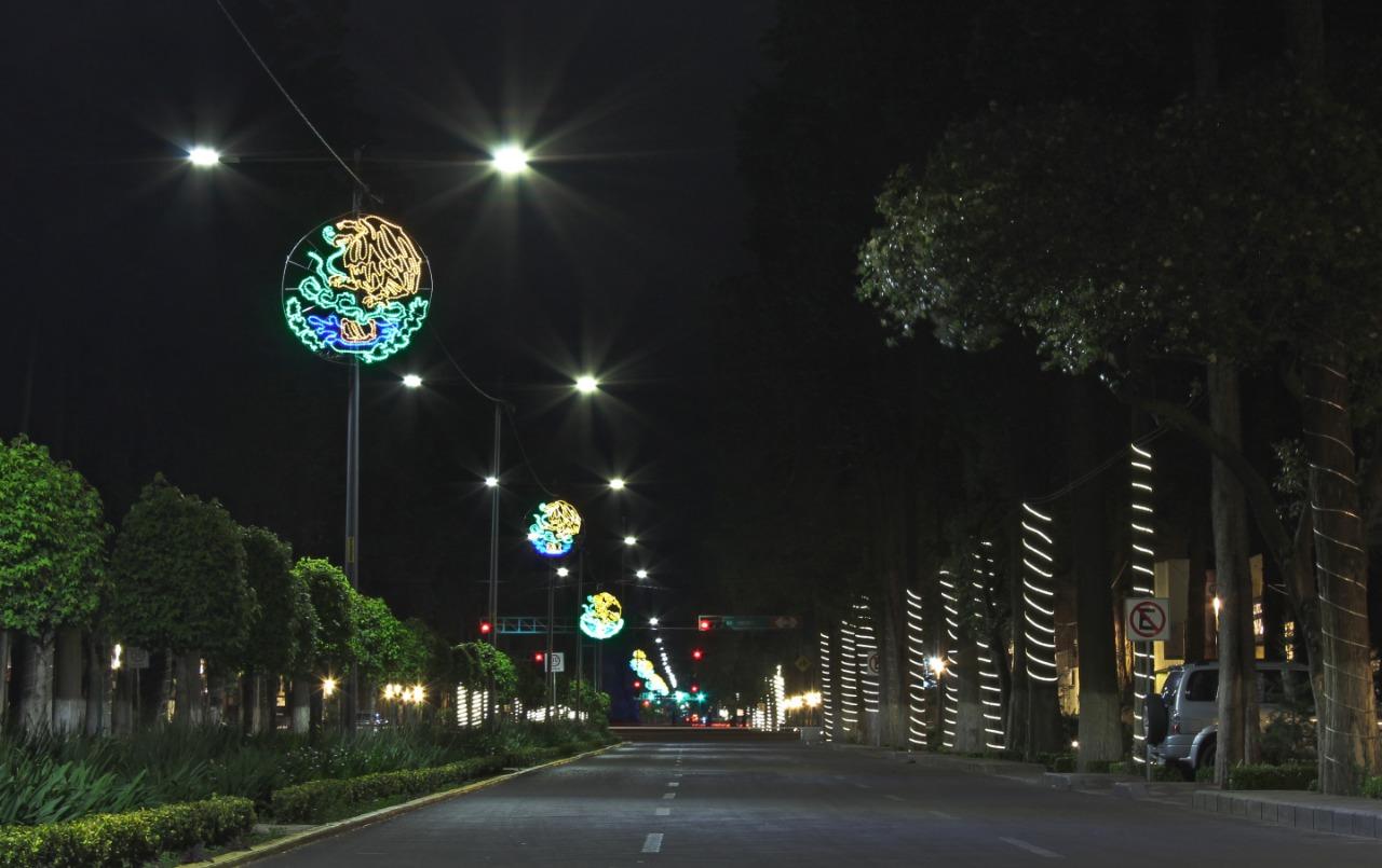 Paseo Colón noche adornos