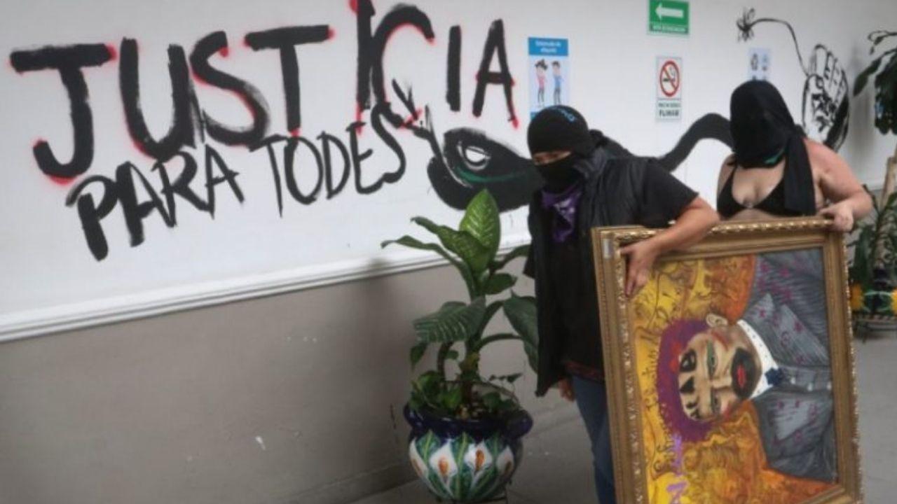 amlo-rechaza-pintas-en-oficinas-de-cndh-por-colectivos-feministas1