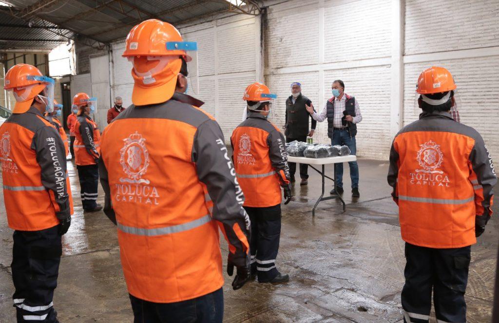 Distribuye Toluca mil 300 cubrebocas al personal de Servicios Públicos
