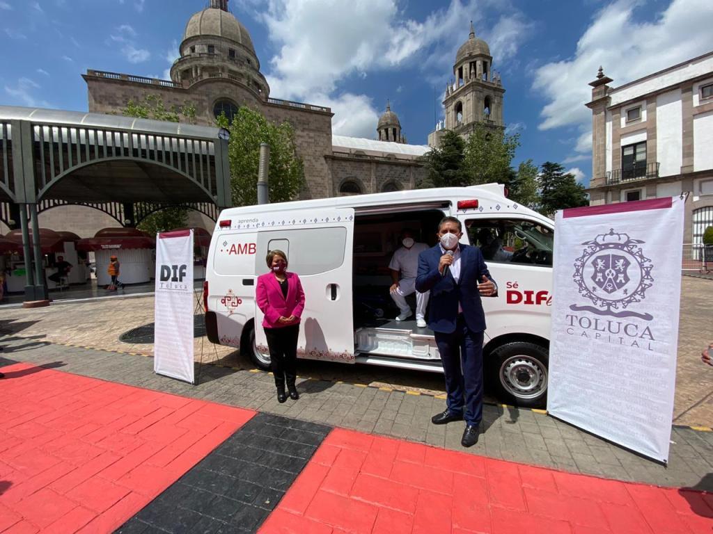 Entrega Juan Rodolfo Sánchez Gómez ambulancia al Sistema DIF Toluca