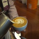El café en la mañana es uno de los placeres de la vida. Y tú ¿Tomas café en ayunas? Entérate de los daños que esto puede causarte.