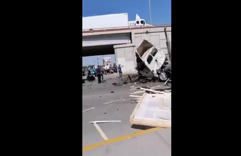 (Video) Tráiler sale volando de puente vial de 12 metros de altura en Chihuahua