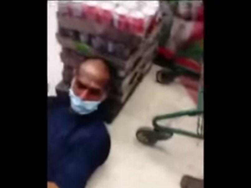 (Vídeo) Presunto ladrón es sometido en una tienda por mujeres