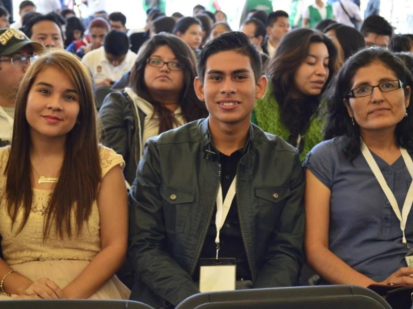 Beca de titulación para universitarios, monto de $4,000 pesos