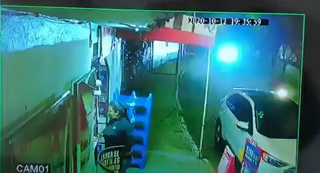 Mujer es despojada de su camioneta en el EDOMEX || VIDEO