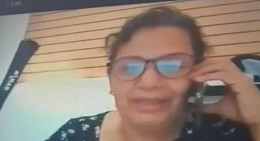 """""""Pinches huercos no entregan ni madre"""" Maestra insulta a alumnos en México    VIDEO"""