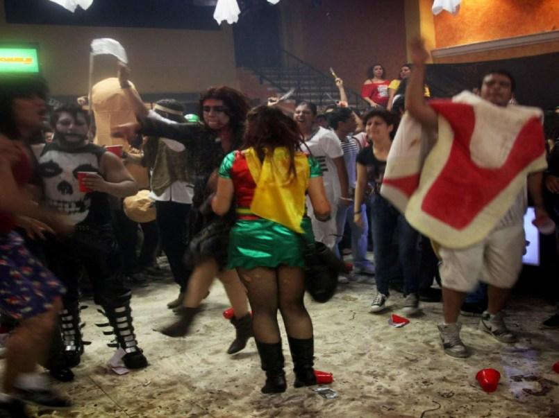 Te decimos cómo denunciar una fiesta de Halloween en plena pandemia