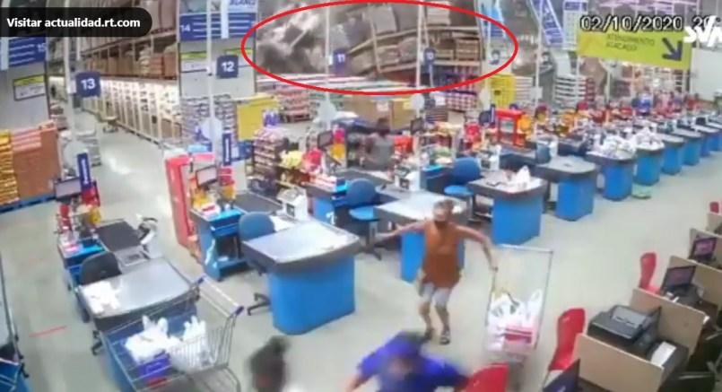 (Video) Caída de estantes en tienda comercial deja una persona muerta